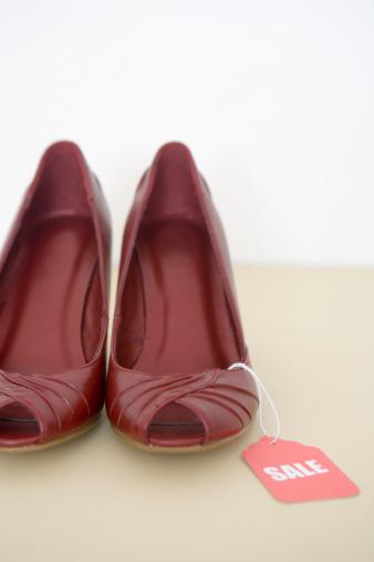 ペア「Red shoes on sale」:スマホ壁紙(17)