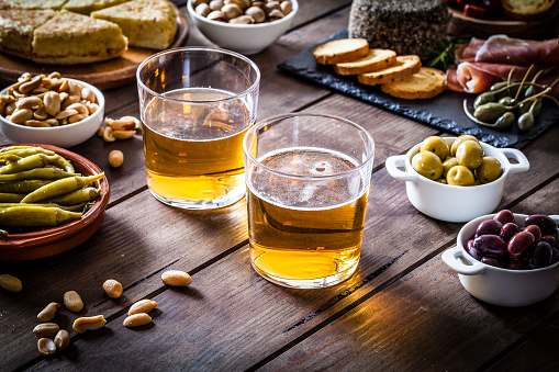 Tapenade「Beer and tapas shot on rustic wooden table」:スマホ壁紙(11)