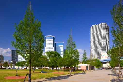Japan「Tower Blocks and Park」:スマホ壁紙(12)