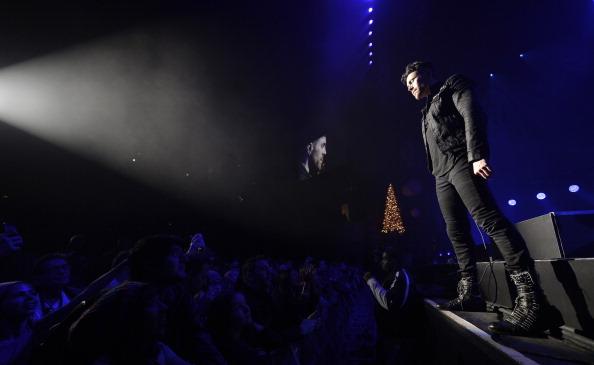 Shrine Auditorium「The 24th Annual KROQ Almost Acoustic Christmas - Day 1」:写真・画像(19)[壁紙.com]