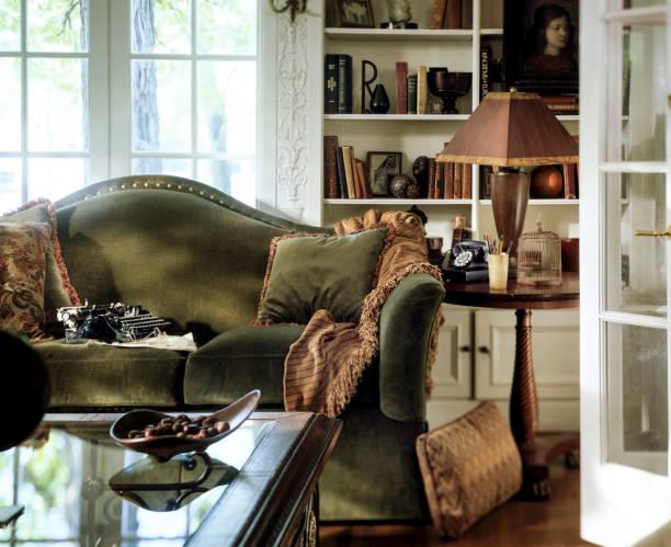 Green Sofa in an upscale  living room:スマホ壁紙(壁紙.com)