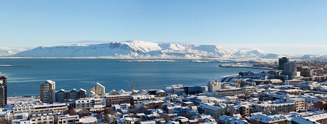 雪の吹きだまり「マウント エーシャ、レイキャビク、アイスランドのパノラマ スカイライン」:スマホ壁紙(3)