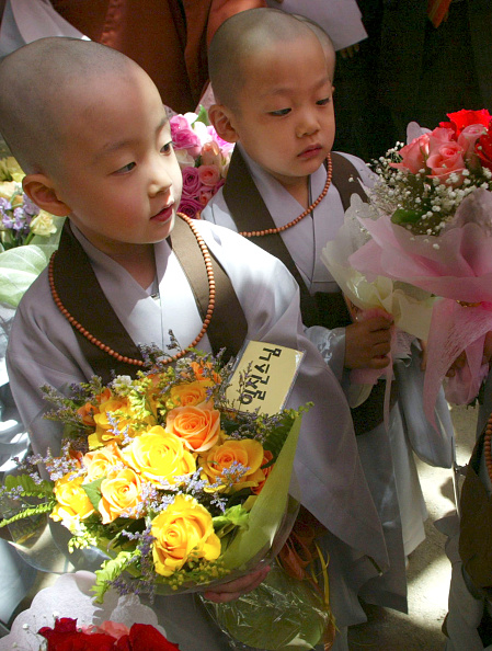 Start Button「Children Become Buddhist Monks In A Ceremony In Seoul」:写真・画像(14)[壁紙.com]