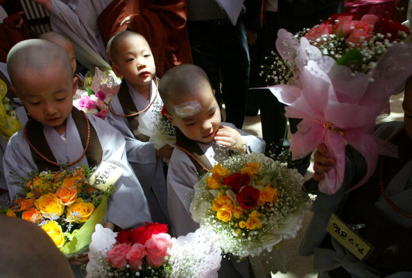 Start Button「Children Become Buddhist Monks In A Ceremony In Seoul」:写真・画像(15)[壁紙.com]