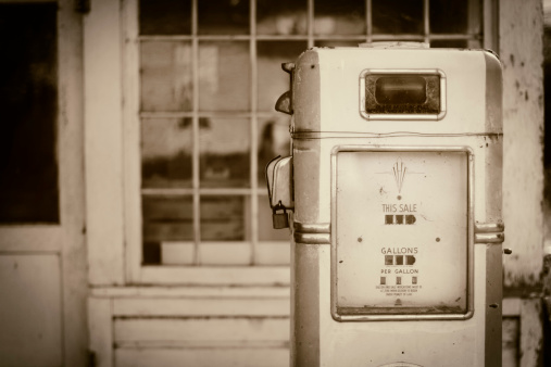 Sepia Toned「Vintage Fuel Pump」:スマホ壁紙(8)