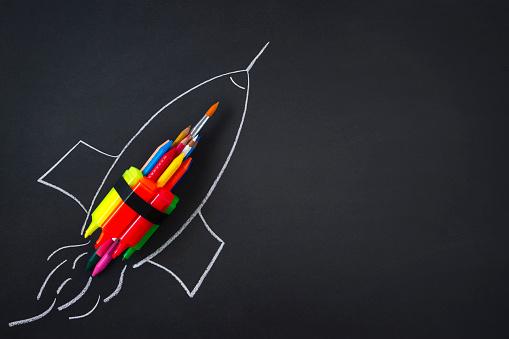 Chalk - Art Equipment「Rocket Ship Drawing with School Supplies on Blackboard」:スマホ壁紙(9)
