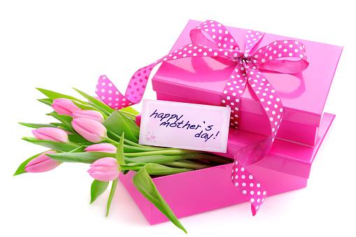 母の日「ピンクのギフトボックスには、母の日カード、チューリップ」:スマホ壁紙(3)