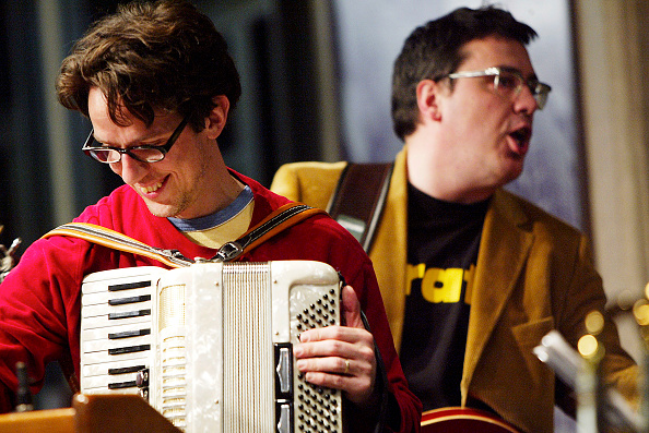 Accordion - Instrument「They Might Be Giants In-Store Appearance At Barnes & Noble In New York? 」:写真・画像(1)[壁紙.com]