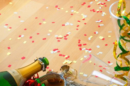 お正月「パーティーの後」:スマホ壁紙(10)