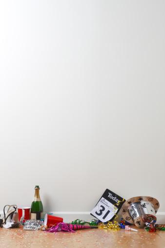 お正月「パーティーの後」:スマホ壁紙(8)