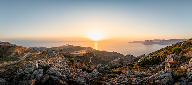 Nature Park「View from Belvedere de Saliccio at sunset, Piana, Corse-du-Sud, Corsica, France」:スマホ壁紙(10)