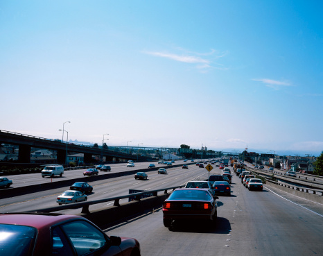 Motor Racing Track「view from behind of cars driving on a freeway」:スマホ壁紙(18)