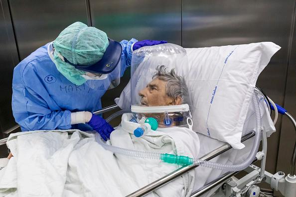Patient「Bergamo Is Post-Peak, But Still Climbing Out Of Coronavirus Crisis」:写真・画像(11)[壁紙.com]