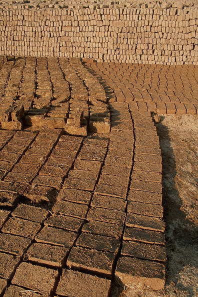 Brick Wall「Handmade bricks drying. Esfahan, Iran.」:写真・画像(10)[壁紙.com]