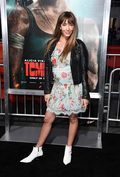 白「Premiere Of Warner Bros. Pictures' 'Tomb Raider' - Arrivals」:写真・画像(12)[壁紙.com]