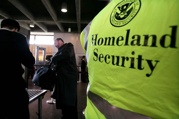 Security Check「DHS Begins Screening Train Passengers For Weapons」:写真・画像(14)[壁紙.com]
