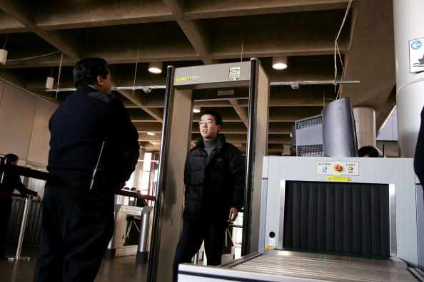 Security Check「DHS Begins Screening Train Passengers For Weapons」:写真・画像(12)[壁紙.com]