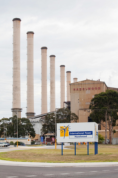 Chimney「The Hazelwood coal fired power station in the Latrobe Valley, Victoria, Australia. It uses coal from a nearby open cast coal mine , as the Latrobe Valley has massive coal reserves close to the surface. The Hazelwood power plant is trialling carbon captur」:写真・画像(16)[壁紙.com]