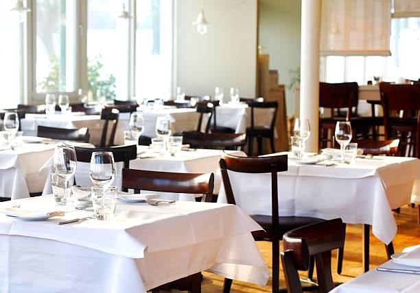 Fine table setting in a restaurant:スマホ壁紙(壁紙.com)