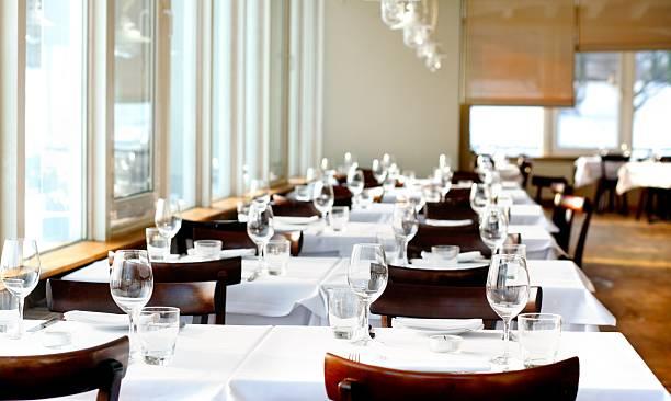 高級レストランのテーブルセッティング:スマホ壁紙(壁紙.com)