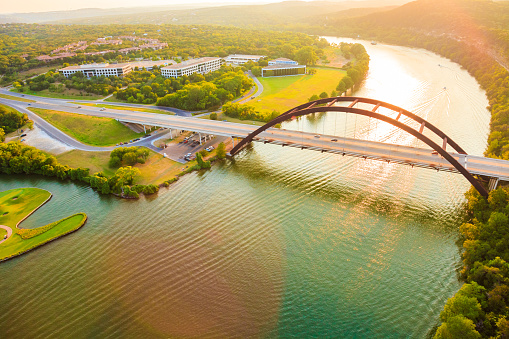 River「Pennybacker 360 bridge, Colorado River, Austin Texas, aerial panorama」:スマホ壁紙(9)