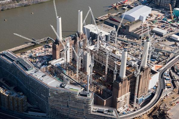 Riverbank「Renovation Of Battersea Power Station As Part Of The Nine Elms Development」:写真・画像(16)[壁紙.com]