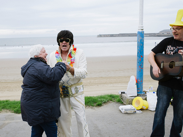 ������「Elvis Enthusiasts Gather For Porthcawl Festival - Colour」:写真・画像(15)[壁紙.com]