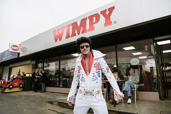 ������「Elvis Enthusiasts Gather For Porthcawl Festival - Colour」:写真・画像(16)[壁紙.com]