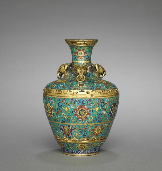 Surface Level「Vase With Three Rams Heads」:写真・画像(18)[壁紙.com]