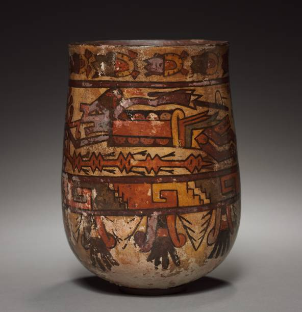 Vase With Trophy-Heads And Warriors:ニュース(壁紙.com)