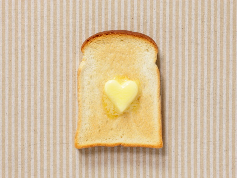 ハート「Slice of bread with heart shaped butter」:スマホ壁紙(17)
