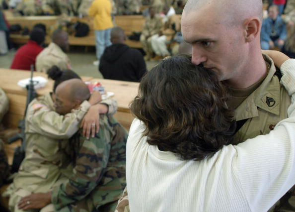 Daniel Gi「U.S. Soldiers Deploy To Iraq From Fort Bragg」:写真・画像(15)[壁紙.com]