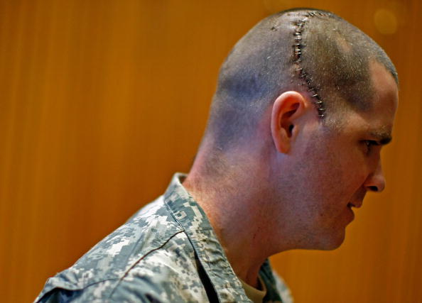 Physical Injury「Injured U.S. Soldiers Honored At Purple Heart Ceremony」:写真・画像(18)[壁紙.com]