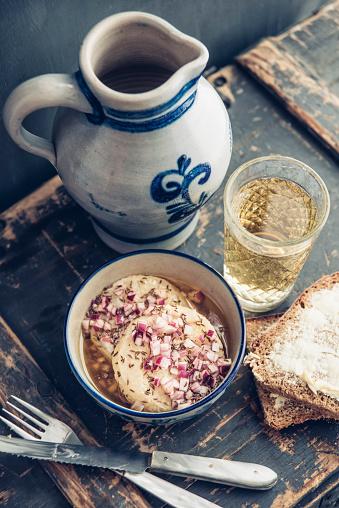 アップルサイダー「Glass and jar of Hessian cider and bowl of hand cheese」:スマホ壁紙(0)