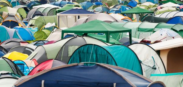Music Festival「Many tents at music Festival Campsite」:スマホ壁紙(9)