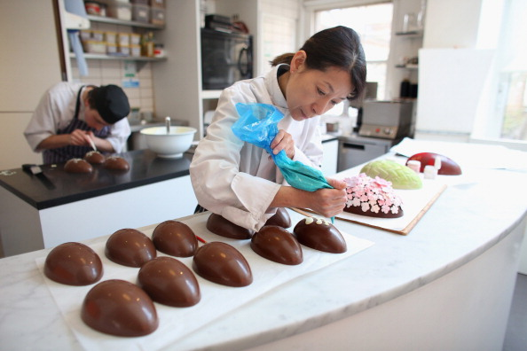 Candy Store「Chocolatier Chika Watanabe Prepares Luxury Chocolate Eggs Ahead Of Easter At Melt Chocolates」:写真・画像(2)[壁紙.com]