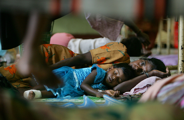 Indian Ethnicity「Packed Sri Lanken Hospital Attends To Tsunami Victims」:写真・画像(10)[壁紙.com]
