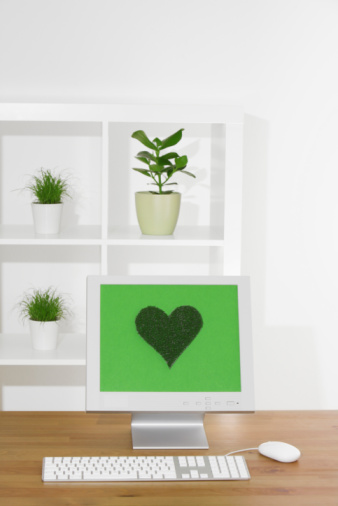 Responsible Business「Germany, Workplace, Computer screen with heart-shaped symbol」:スマホ壁紙(9)