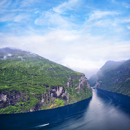 Unrecognizable Person「Geirangerfjord, Norway」:スマホ壁紙(13)