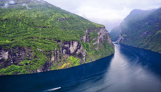 Unrecognizable Person「Geirangerfjord, Norway」:スマホ壁紙(1)