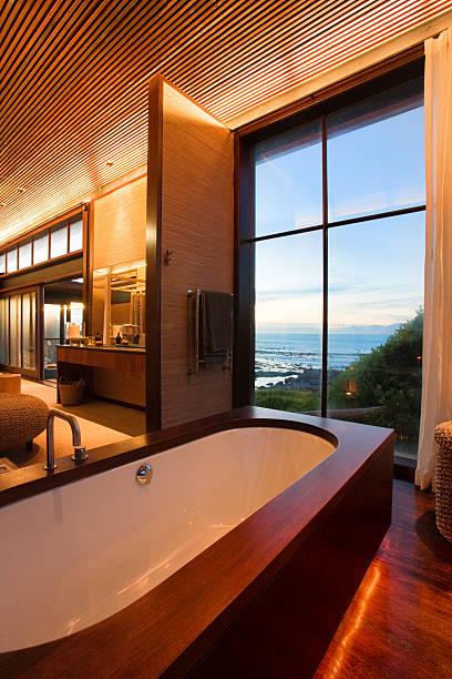 Bath with a view:スマホ壁紙(壁紙.com)