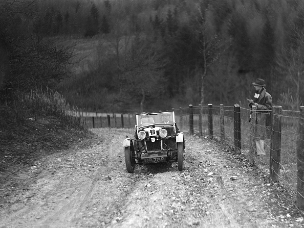 Country Road「Viscount Curzon's MG M type 12/12 replica competing in the Inter-Varsity Trial, November 1931」:写真・画像(2)[壁紙.com]