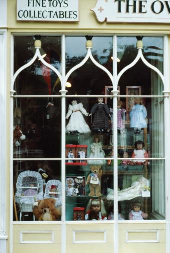 Doll「Dolls in toy store window」:スマホ壁紙(8)