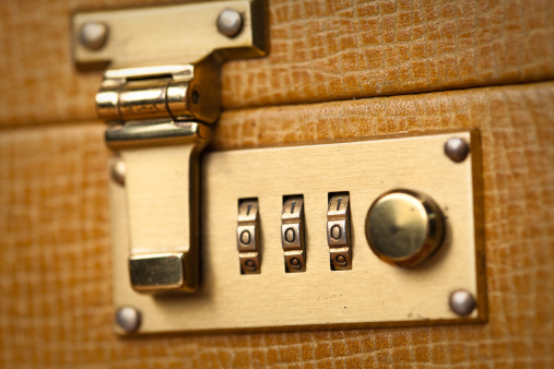 Briefcase「Golden Briefcase Lock Close Up」:スマホ壁紙(14)