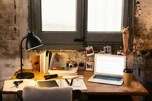 Desk Lamp「Desk with laptop in a loft」:スマホ壁紙(13)