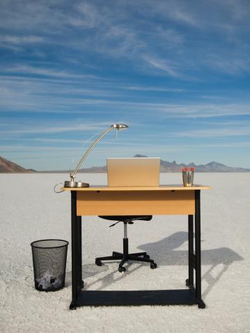 Remote Location「Desk with laptop on salt flats, Salt Flats, Utah, United States」:スマホ壁紙(8)