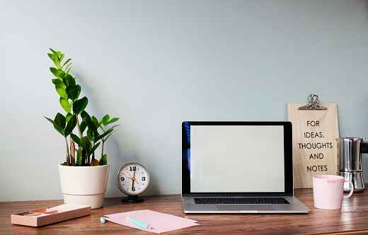 Belgium「Desk with laptop at home office」:スマホ壁紙(2)