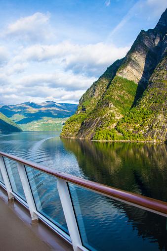 ノルウェー「Cruising Geiranger Fjord, Norway」:スマホ壁紙(14)