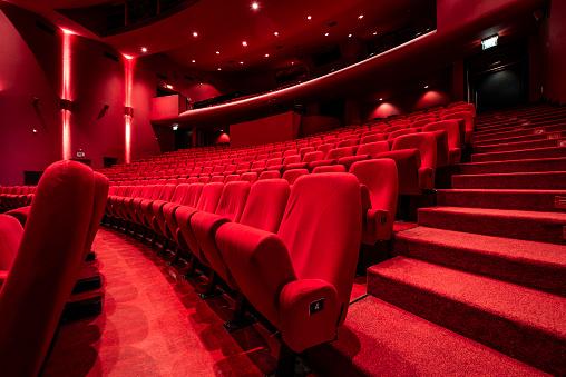 Velvet「Red seats in theather」:スマホ壁紙(1)