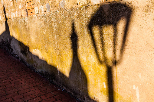 Camino De Santiago「Detailed shadow of a lamp on a wall Azofra, La Rioja, Spain」:スマホ壁紙(17)